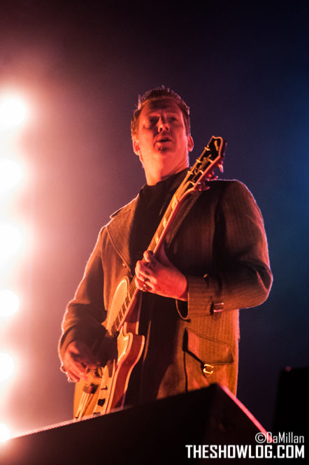 TheShowLog_Queens_of_the_Stone_Age-103