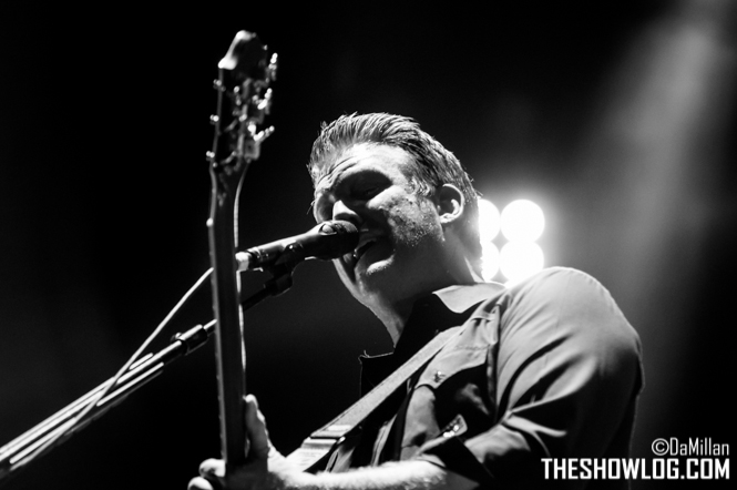 TheShowLog_Queens_of_the_Stone_Age-105