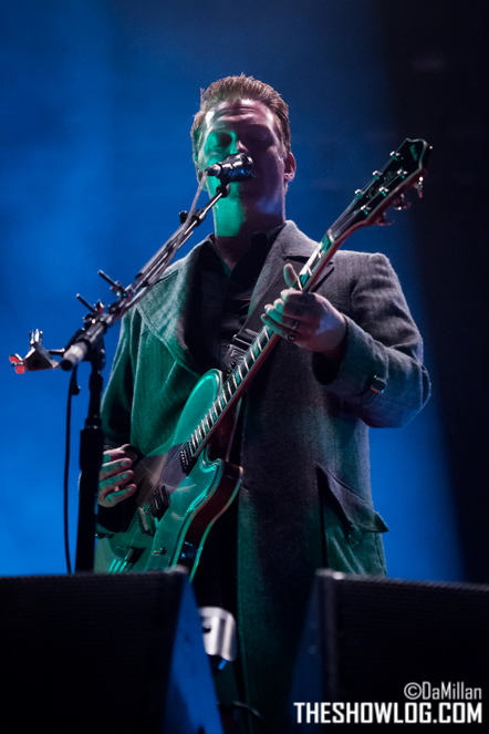 TheShowLog_Queens_of_the_Stone_Age-106