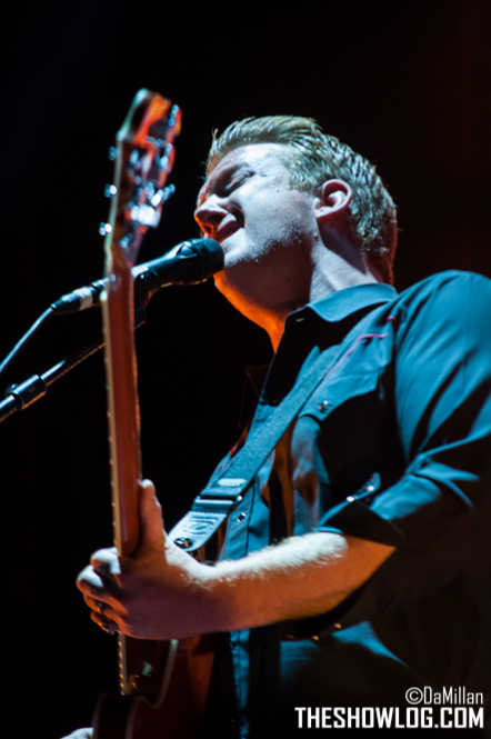 TheShowLog_Queens_of_the_Stone_Age-108