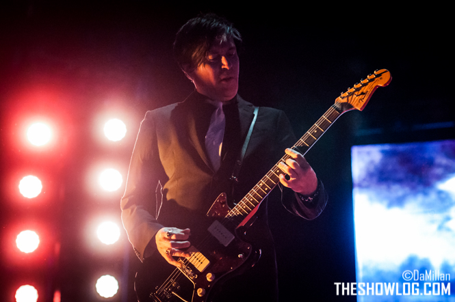 TheShowLog_Queens_of_the_Stone_Age-116