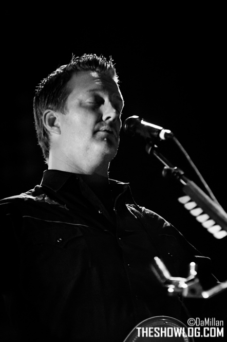 TheShowLog_Queens_of_the_Stone_Age-122
